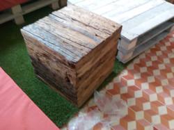 Caja rústica y mesa palet