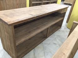 Vista interior mostrador madera