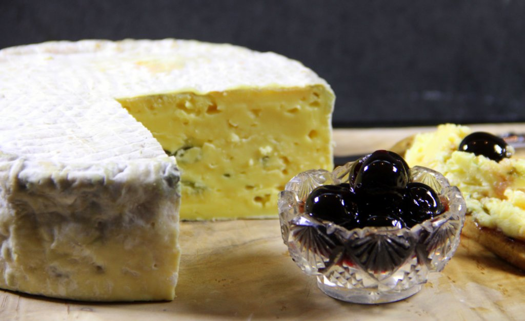 Pickled walnuts and cheese