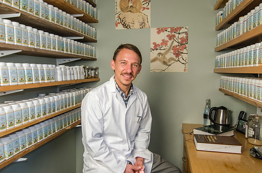Four Corner Chinese Medicine specializes in herbal medicine and remedies