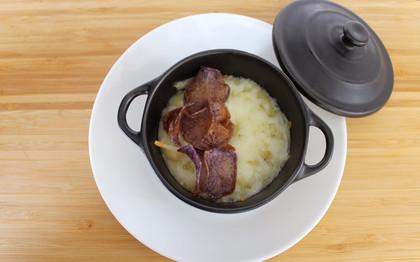 Rabo de Buey en Gratén, con Parmentier y Chips de Patata Morada