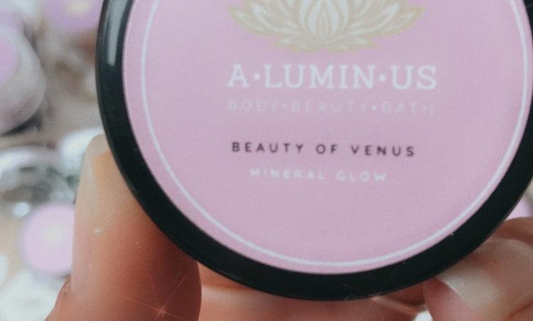 Mineral Glow (Foundation) : Beauty of Venus Range