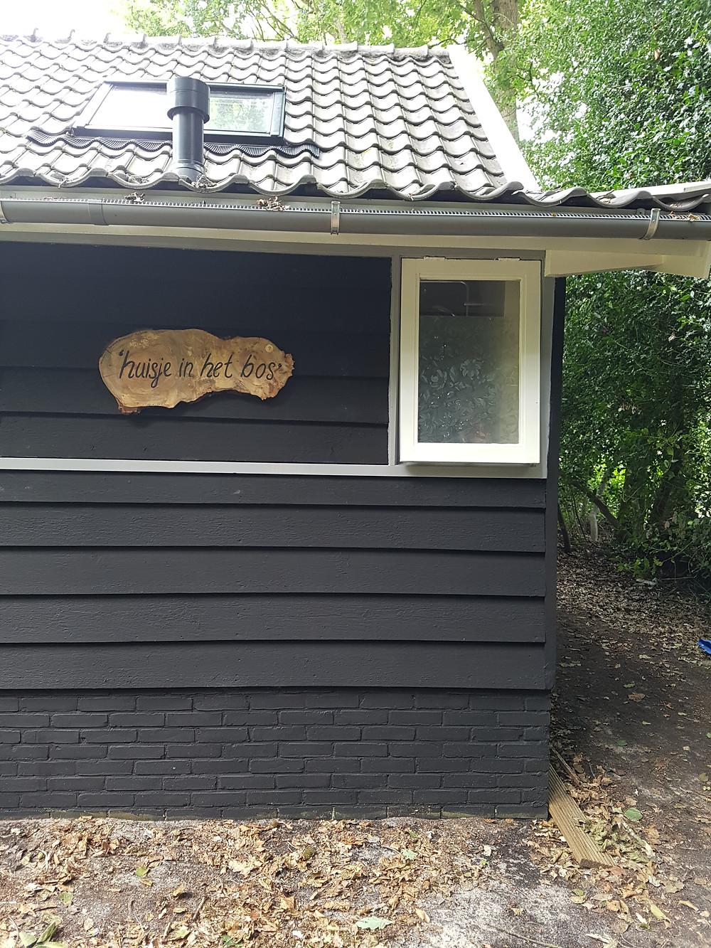 'huisje in het bos' is bijna klaar. Wat is het mooi geworden en wat moet het fijn zijn om hier te vertoeven.....