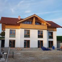 Neubau Dachstuhl, Außenfassade Doppelhaus Münsing