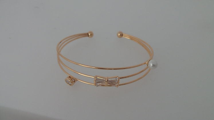 SZ1421/0290.  GOLD BANGLE BRACELET