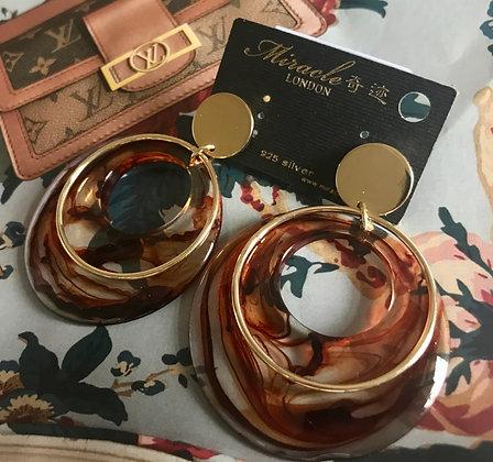 20685600200B/455 Gold Colour Resin