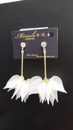 20671620200/00455(White) GOLD DANGLE EARRINGS