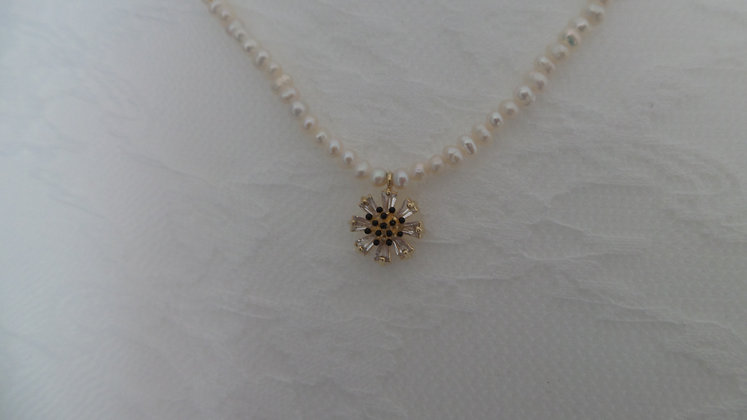 30686950200Y/0955.  WHITE-PEARLS NECKLACE