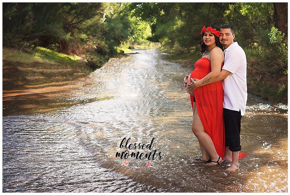 Maternity photos with mom and dad at Tularosa creek.
