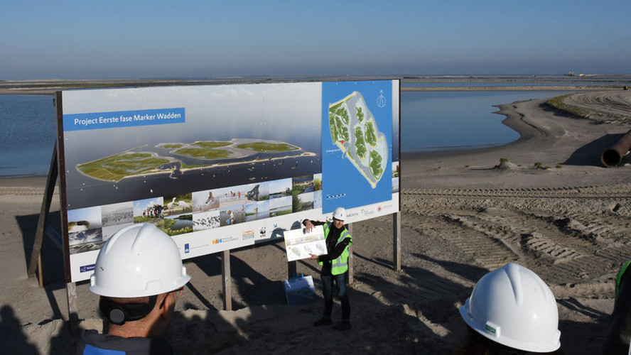 Marker Wadden and Infinity Park Yixing shown to the Union of Water Boards
