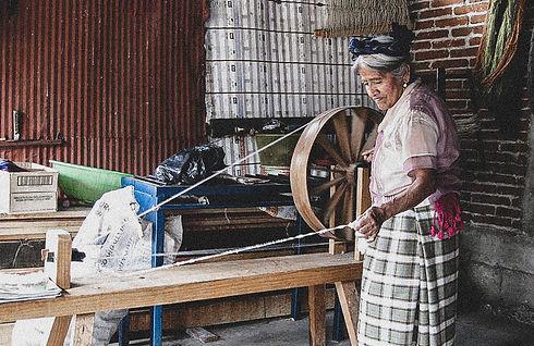 Vida Nueva Spinning Wool-2.jpg