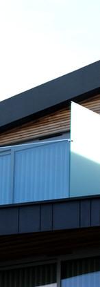 Rekkverk i glass slipper til lys og gir et moderne uttrykk.