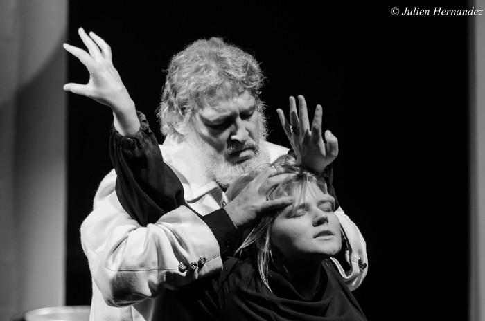 Antigone (Lettonie) - Julien Hernandez (