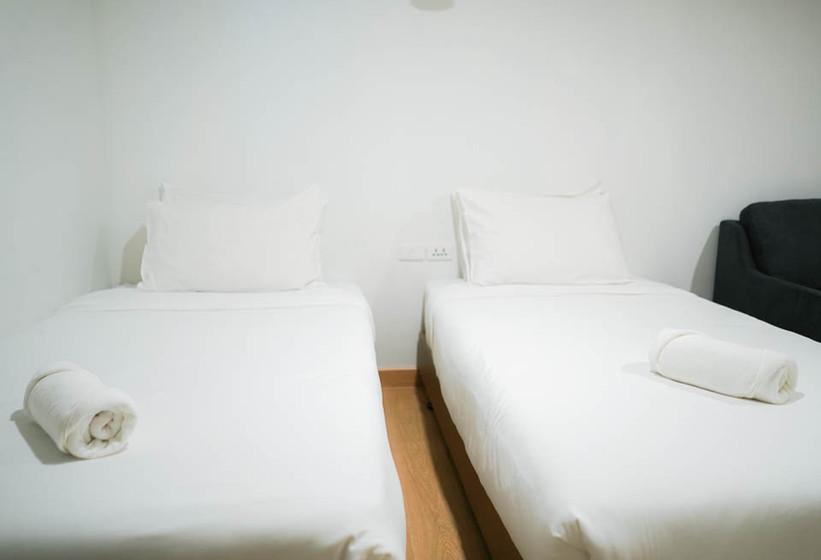Alexa - Twin Room(24).jpg