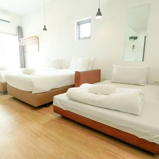 402_tripleroom