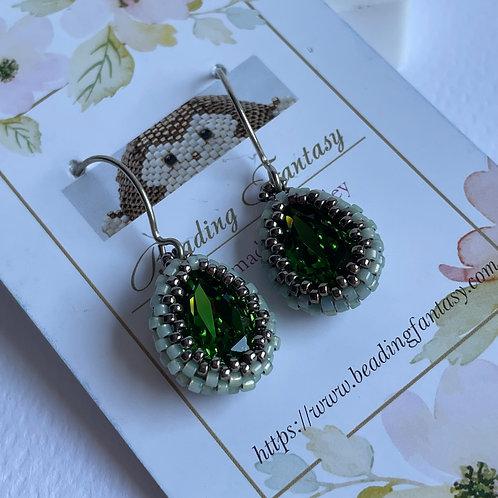 Handmade beaded earrings [Fern Green]
