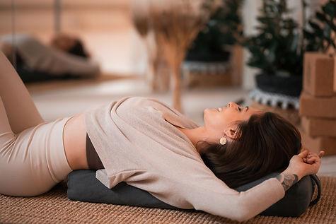 hatha yin restorativ yoga teacher certif