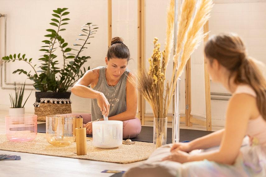 enterrement de vie de jeune fille lausanne evjf bachelorette yoga rituel bols cristal bain