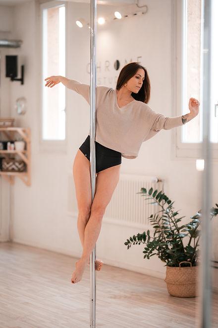 ecole studio pole dance lausanne virgini
