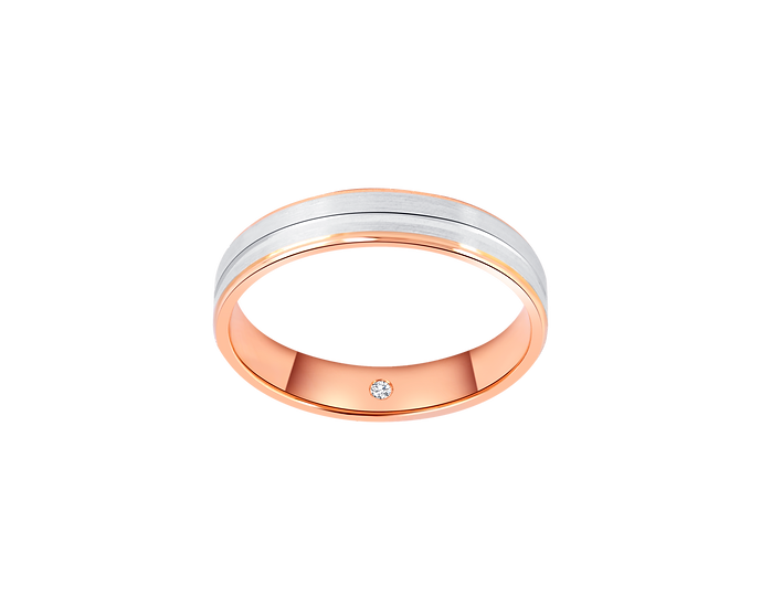 Two-Tone Gold Band with Central Highlight and Interior Diamond