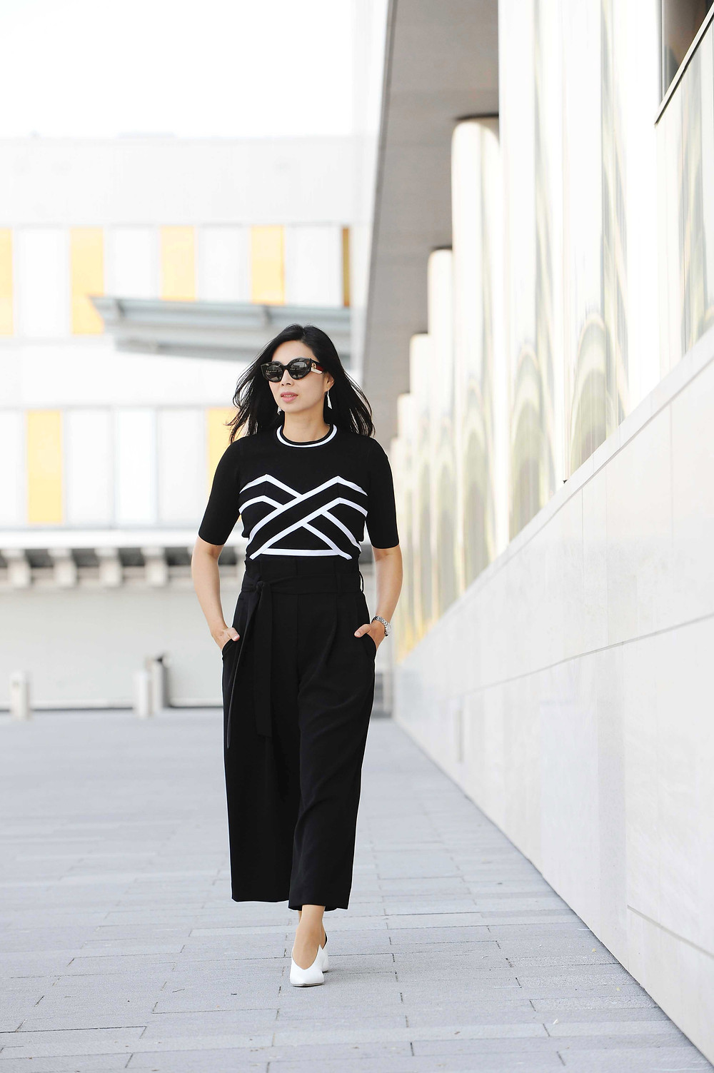 Black and white business casual outfit for women