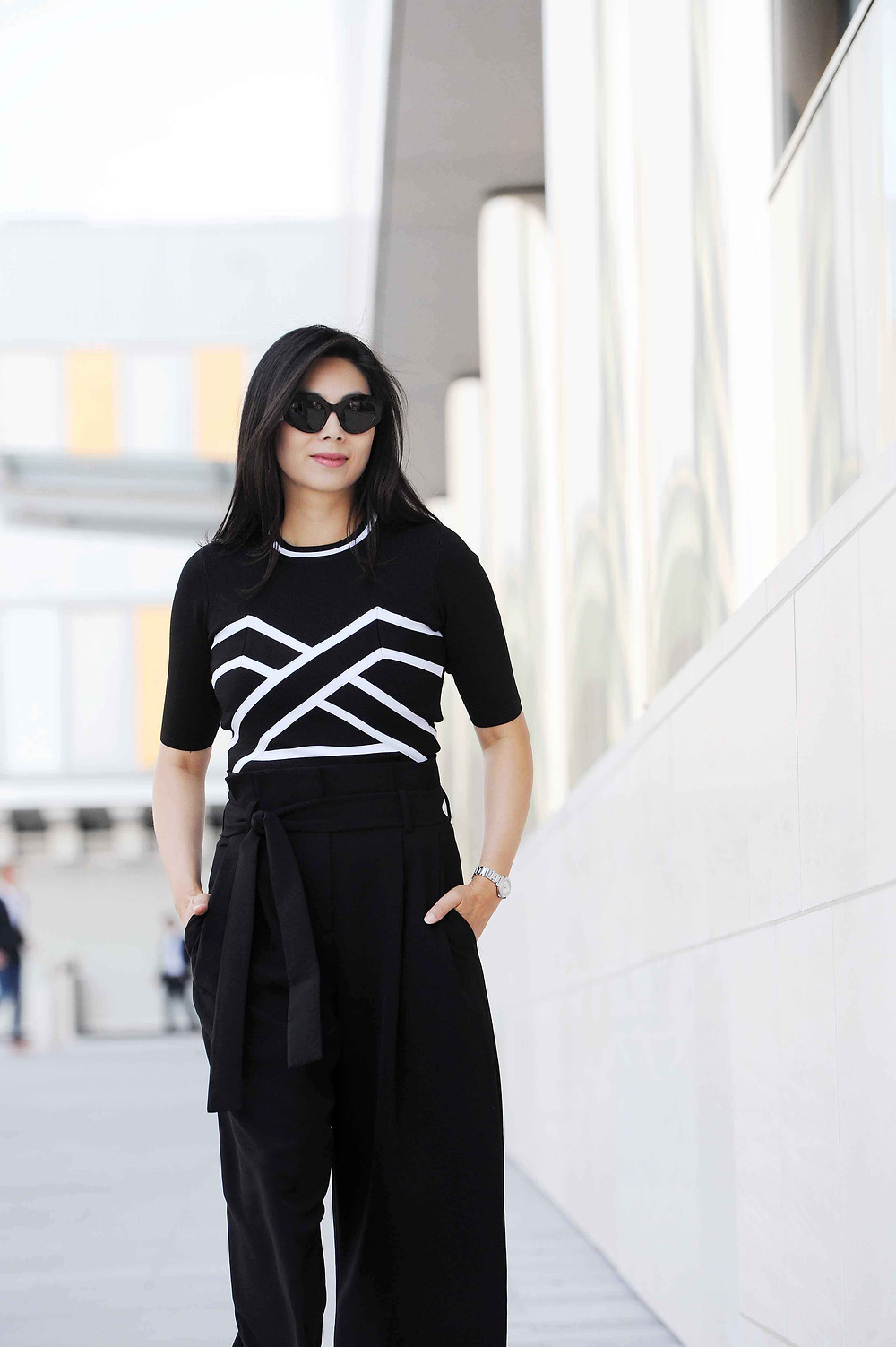 Black & white business casual work outfit for women