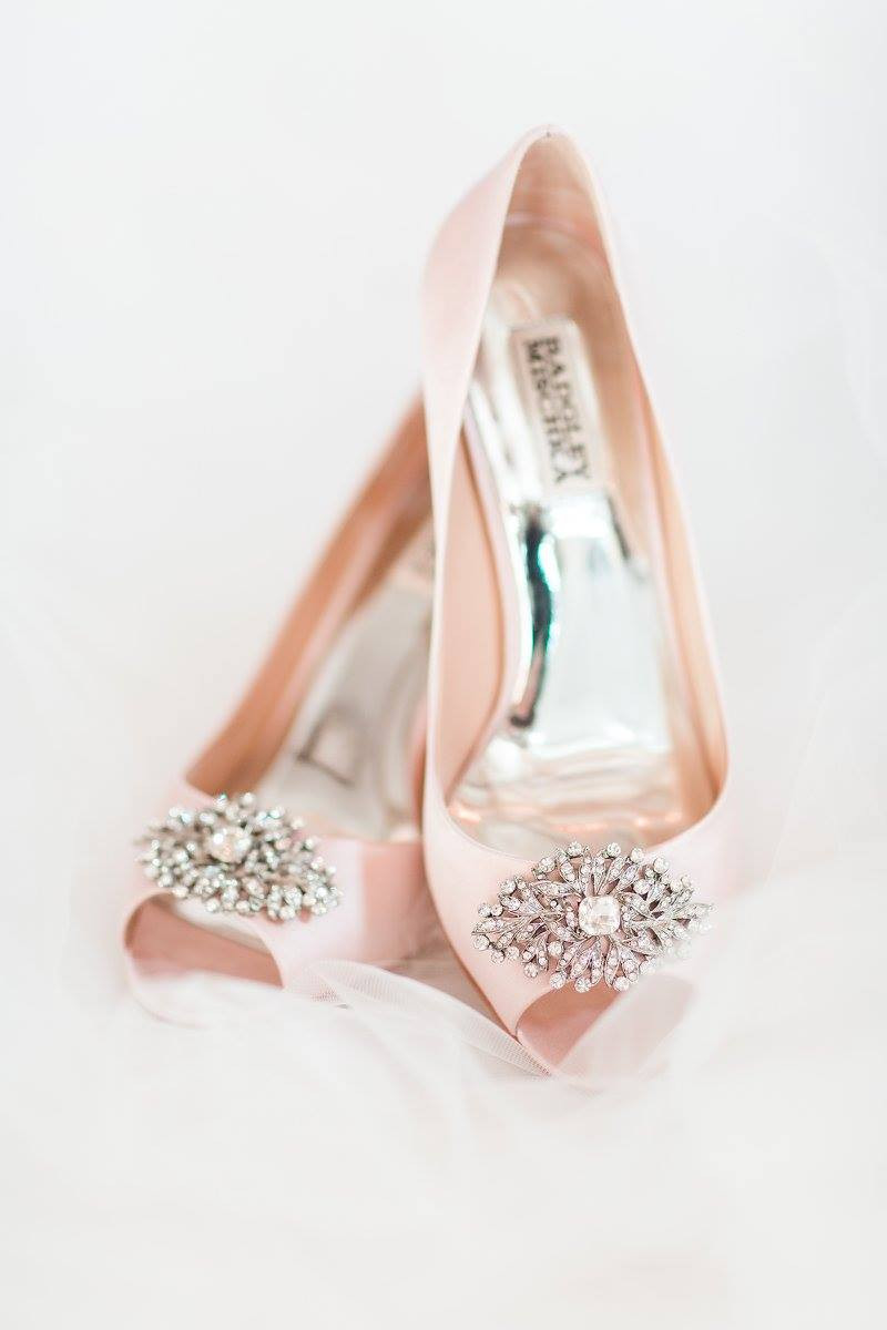 bride shoes auburn wedding planner