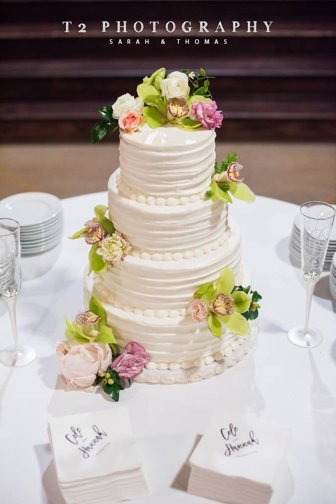 wedding cake flowers coordination