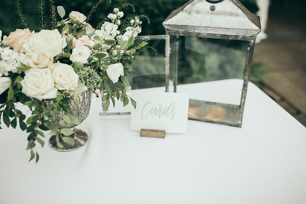 auburn wedding planner gift table flowers
