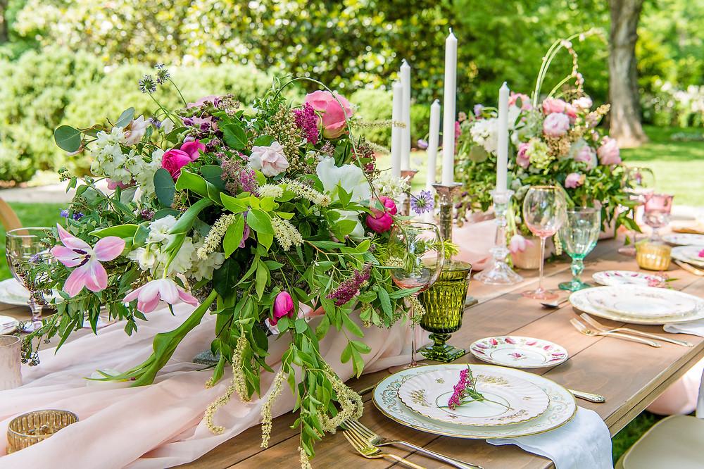 wedding table setting flowers