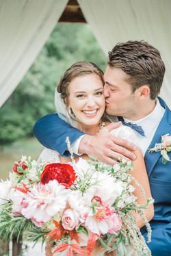 bride,groom, classic wedding flowers