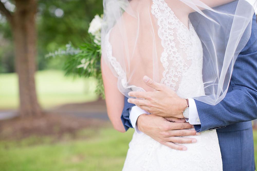 alabama wedding, bride, groom flowers
