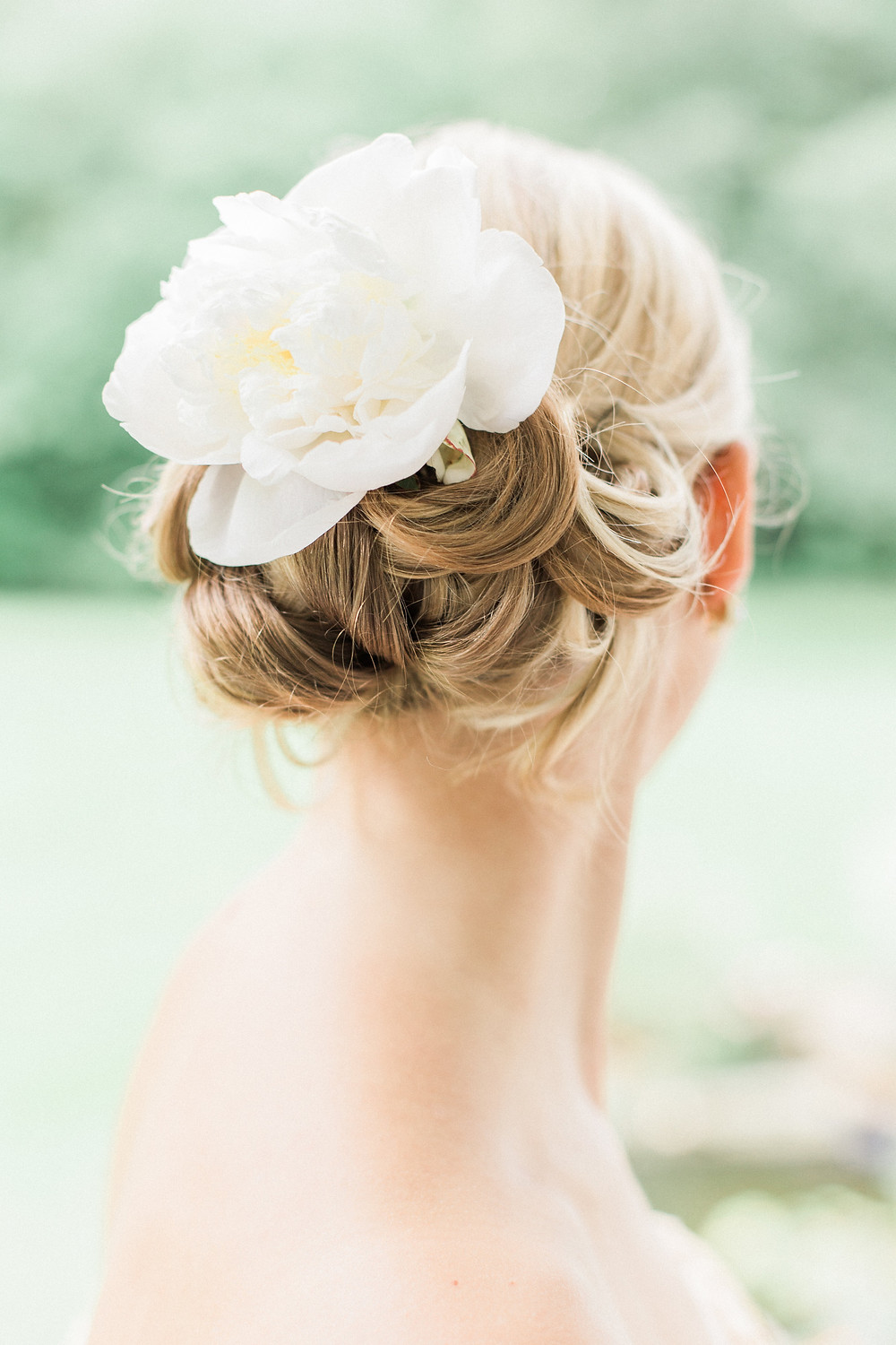 bride hair with flowers