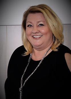 Kelly Bowers(Stylist)