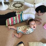 赤ちゃんの発達を助けるタッチケア♪はいはい遊び、してますか?
