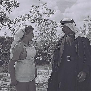 Beduine und jüdische Farmerin
