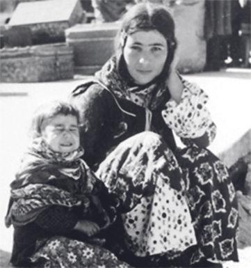 Jüdische Mutter und ihre Kinder auf der Flucht aus dem Irak. 2