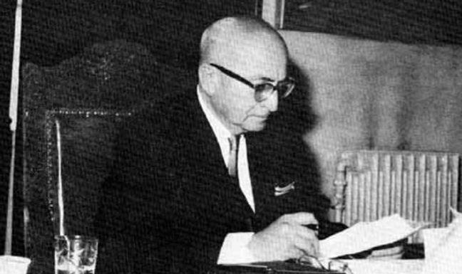 Schrieb der sechsfache  syrische Premierminister  Kaled al Azm in seinen 1973  veröffentlichten Memoiren.*