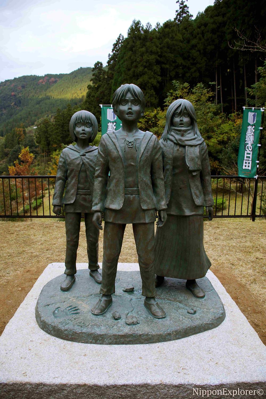SNK attaque des titans statues japon