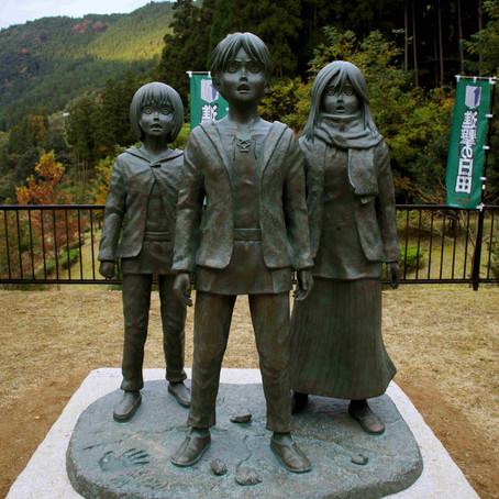 Les statues de SNK dévoilées à Hita !