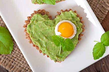 sandwich-with-avocado-paste-and-egg-in-t