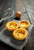 egg-tart-on-wood.jpg
