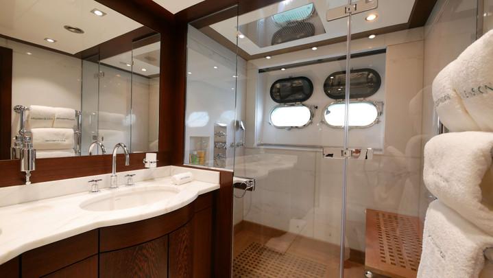 Guycouach_37M_Ascencion_Bathroom