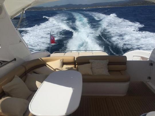 salon cockpit