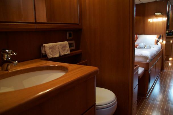Volador_Single_Cabin_Bathroom