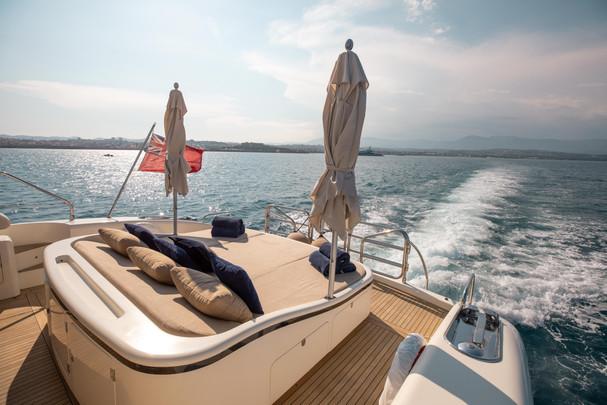 Aft deck sun bed