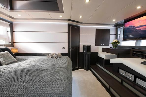 Galeon_Morrigan_Master bedroom