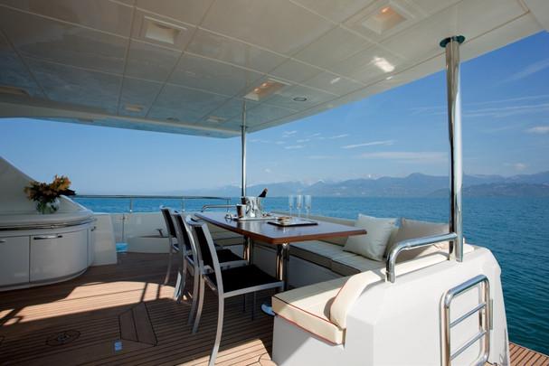 Aft-deck lounge