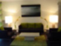 Joseph Vithaya, bon décorateur, Paris 14, 75014, Vincennes, 94, décoration d'intérieur, appartement, séjour, salon, tableau, luminaire, lampe, lampadaire, table, chaise, fleur artificielle, fleur lumineuse, cinna, fauteuil, canapé, rideaux, tapis