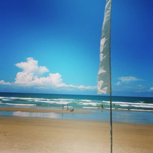 Praia Itacarezinho bandeira branca